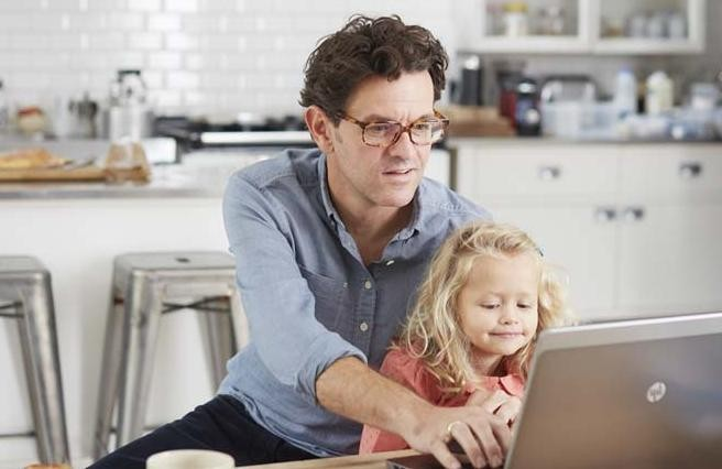 father-and-daughter-laptop-resized